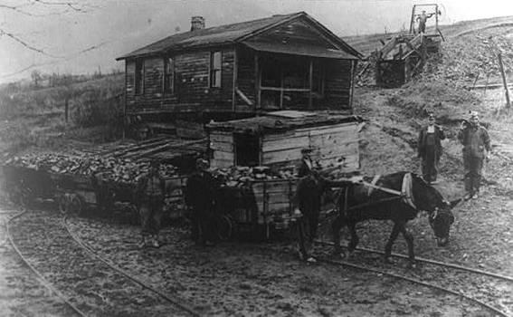Emile02_Horse_Railway_in_Coal_Mine